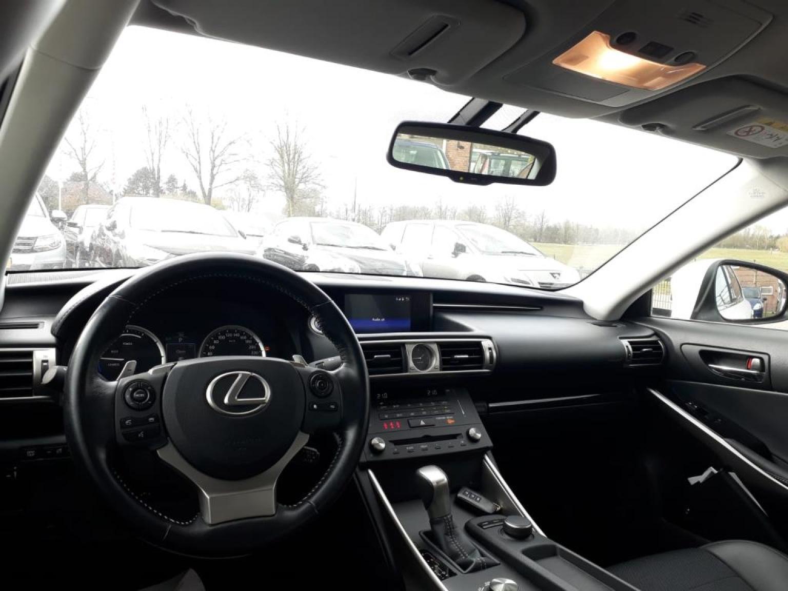 Lexus-IS-9