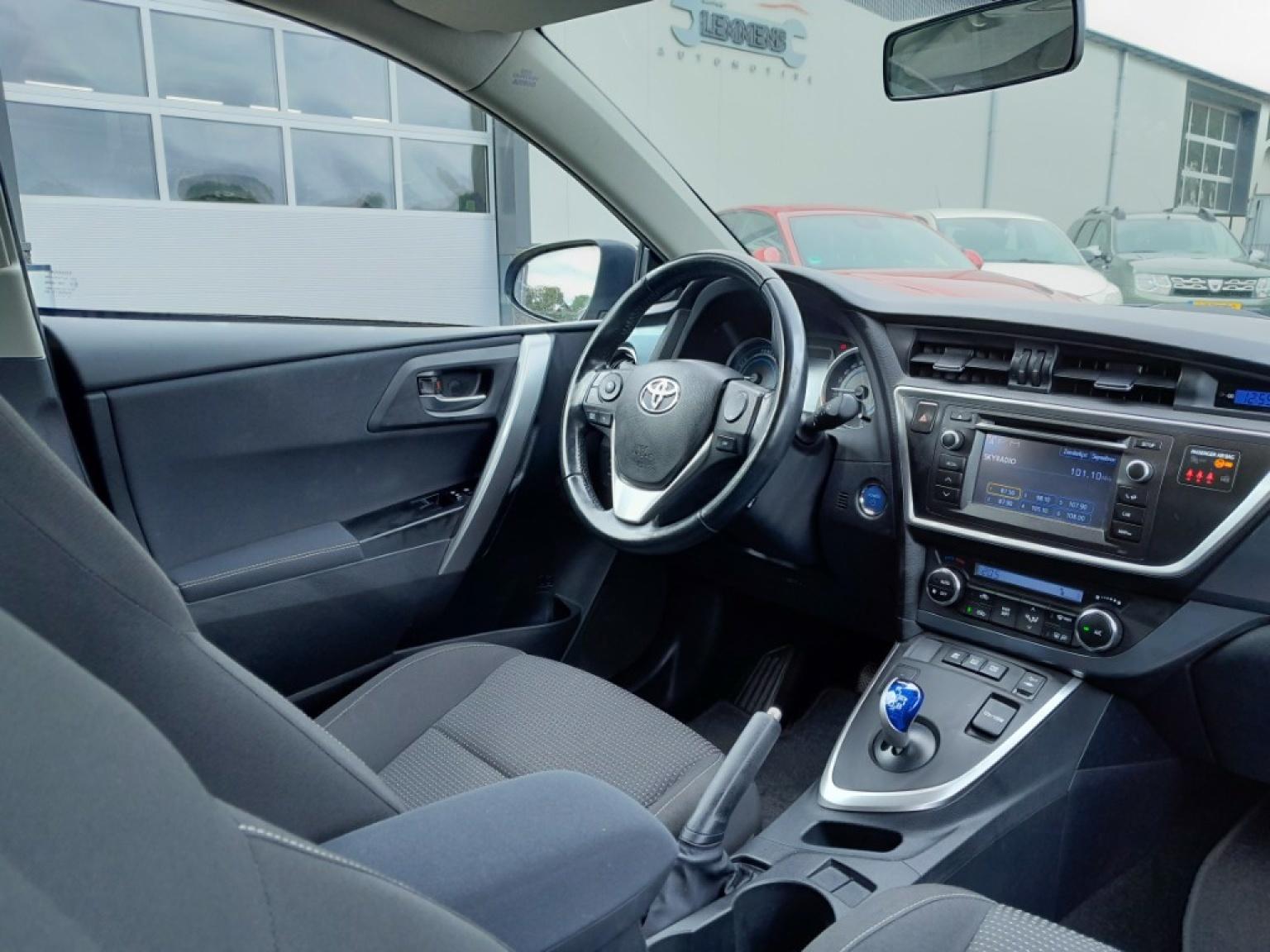 Toyota-Auris-7